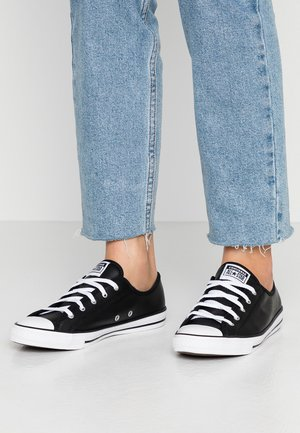 CHUCK TAYLOR ALL STAR DAINTY BASIC - Sneakersy niskie - black/white