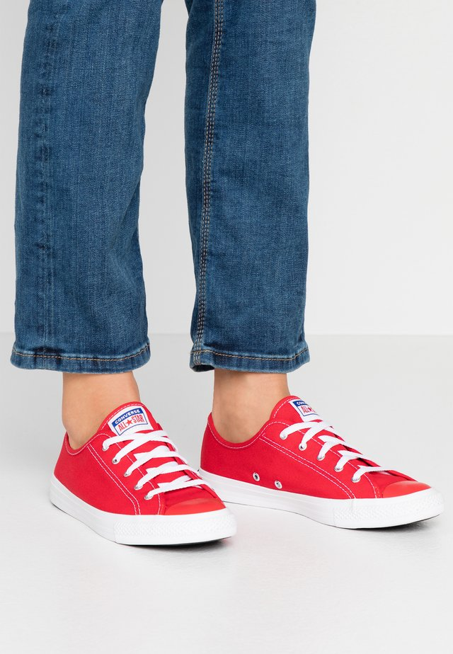 CHUCK TAYLOR ALL STAR DAINTY  - Sneakers laag - university red/rush blue/white