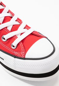 Converse - CHUCK TAYLOR ALL STAR LAYER BOTTOM - Høye joggesko - university red/white/black - 2