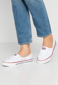 Converse - CHUCK TAYLOR ALL STAR BALLET LACE - Trainers - white/garnet/navy - 0