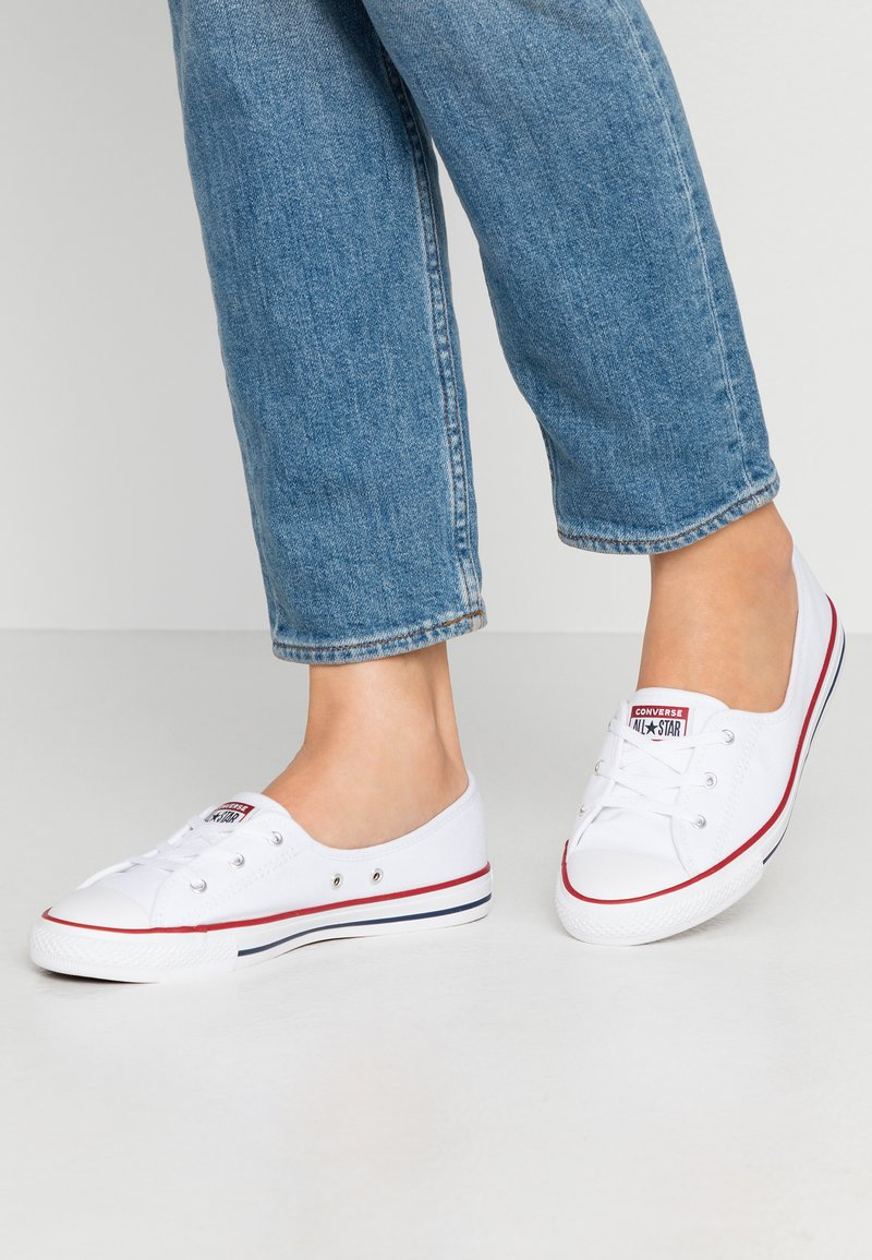 Converse - CHUCK TAYLOR ALL STAR BALLET LACE - Trainers - white/garnet/navy