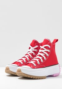 Converse - RUN STAR HIKE - Høye joggesko - university red/peony pink/white