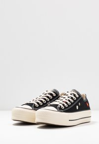 Converse - CHUCK TAYLOR ALL STAR LIFT - Trainers - black/natural ivory - 4