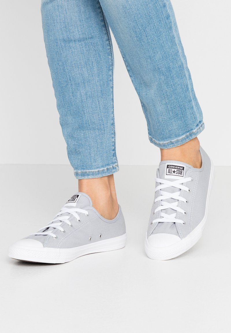 Converse - CHUCK TAYLOR ALL STAR DAINTY SEASONAL - Sneakers laag - wolf grey/white