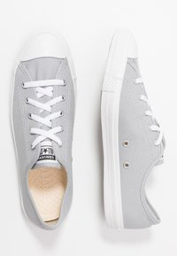 Converse - CHUCK TAYLOR ALL STAR DAINTY SEASONAL - Sneakers laag - wolf grey/white - 3
