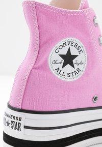 Converse - CHUCK TAYLOR ALL STAR LAYER BOTTOM - Høye joggesko - peony pink/white/black - 2