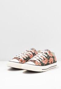 Converse - CHUCK TAYLOR ALL STAR - Sneakers laag - egret/multicolor/black - 4