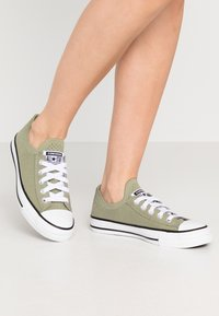 Converse - CHUCK TAYLOR ALL STAR  - Sneakersy niskie - street sage/white/black - 0