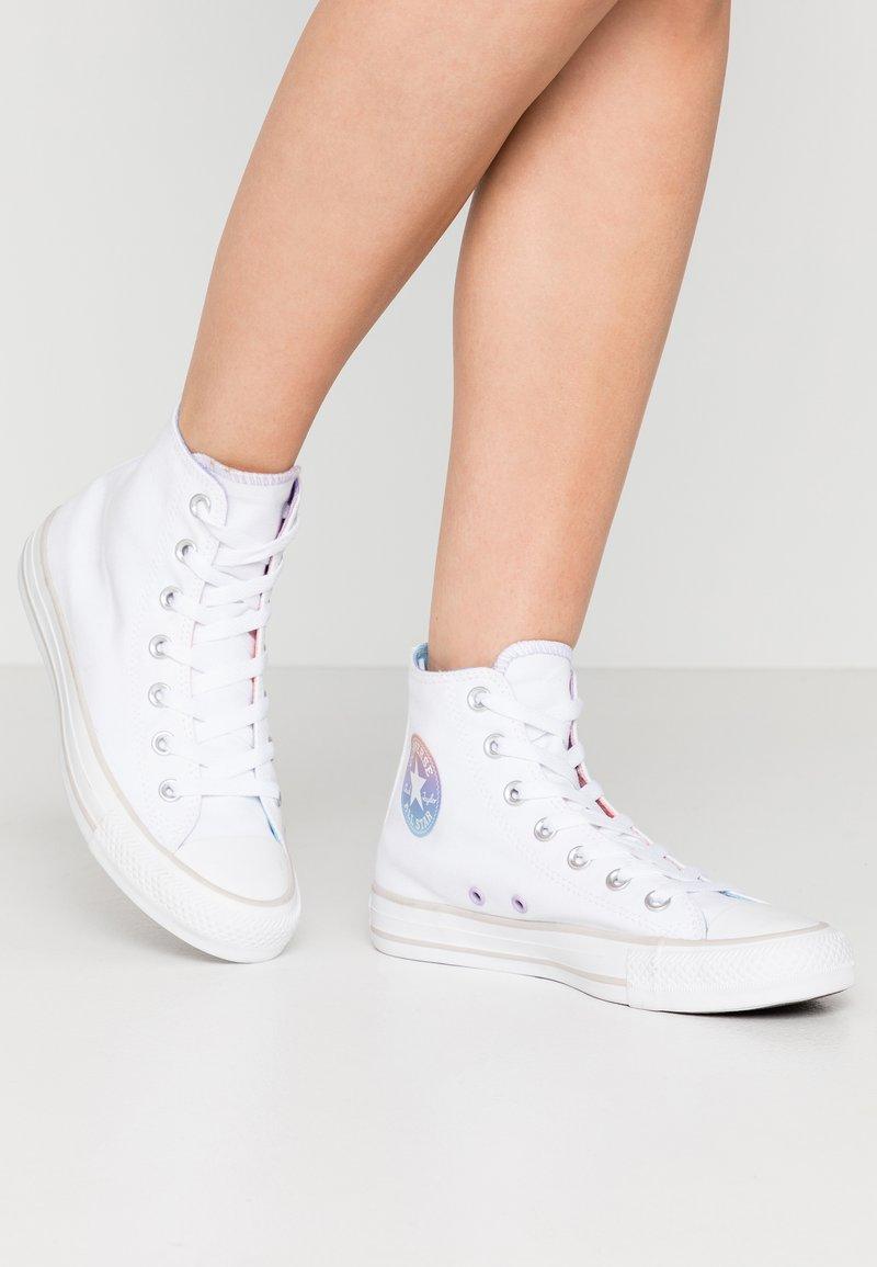 Converse - CHUCK TAYLOR ALL STAR - Korkeavartiset tennarit - white/multicolor/pale putty