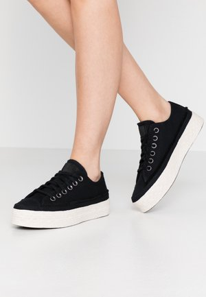 CHUCK TAYLOR ALL STAR  - Matalavartiset tennarit - black/white/natural