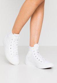 Converse - CHUCK TAYLOR ALL STAR - Zapatillas altas - white/barely volt - 0