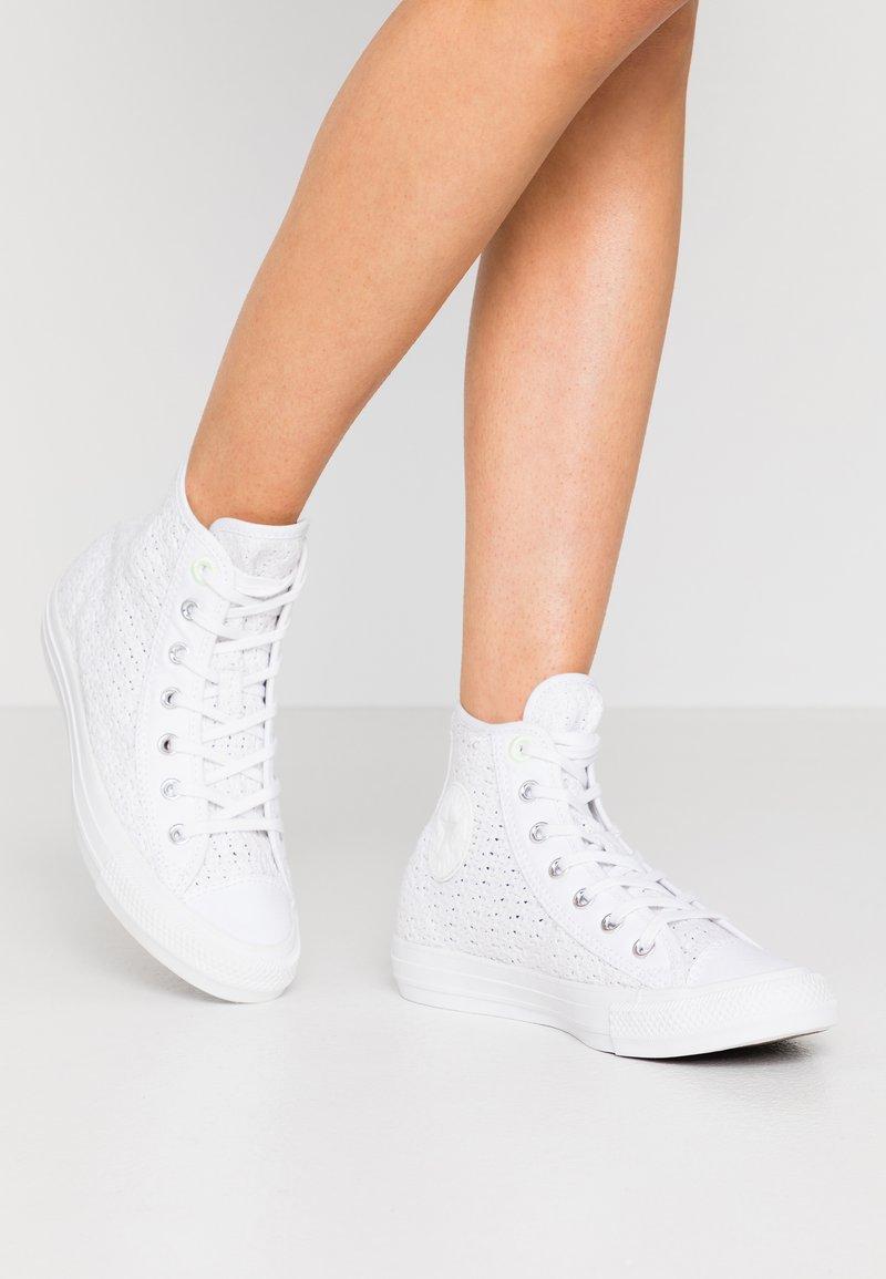 Converse - CHUCK TAYLOR ALL STAR - Zapatillas altas - white/barely volt