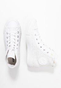 Converse - CHUCK TAYLOR ALL STAR - Zapatillas altas - white/barely volt - 3