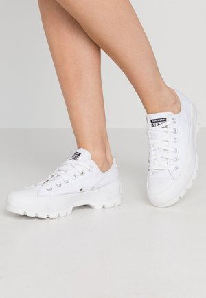 CHUCK TAYLOR ALL STAR LUGGED - Sneakers laag - white