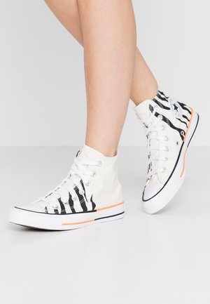 CHUCK TAYLOR ALL STAR - Korkeavartiset tennarit - egret/total orange/black