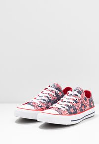 Converse - CHUCK TAYLOR ALL STAR - Trainers - university red/white/obsidian - 4