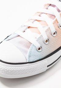 Converse - CHUCK TAYLOR ALL STAR - Trainers - white/multicolor/black - 2