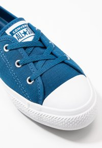 Converse - CHUCK TAYLOR ALL STAR BALLET LACE - Sneakersy niskie - court blue/agate blue/white - 2