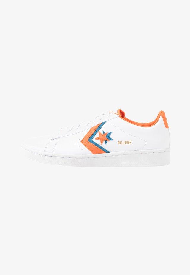 PRO - Zapatillas - white/bold mandarin