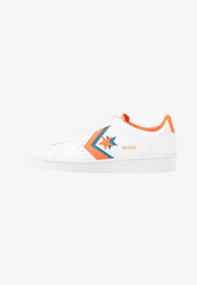PRO - Joggesko - white/bold mandarin