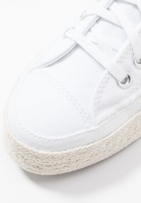 Converse - CHUCK TAYLOR ALL STAR  - Tenisky - white/black/natural - 2