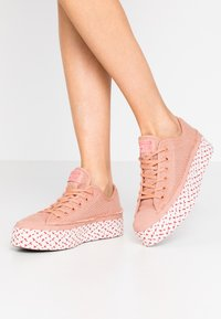Converse - CHUCK TAYLOR ALL STAR - Joggesko - rose gold/white/madder pink - 0