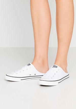CHUCK TAYLOR ALL STAR DAINTY MULE - Sneakersy niskie - white/black