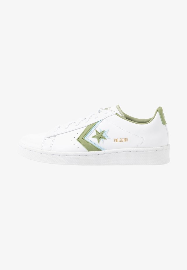 PRO - Trainers - white/street sage/agate blue