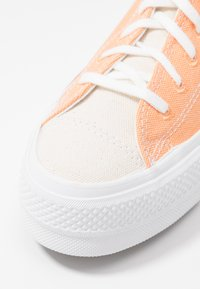 Converse - CHUCK TAYLOR ALL STAR LIFT - Sneakers laag - fuel orange/white - 2