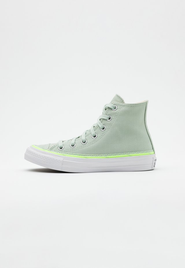 CHUCK TAYLOR ALL STAR - Korkeavartiset tennarit - green oxide/ghost green/white