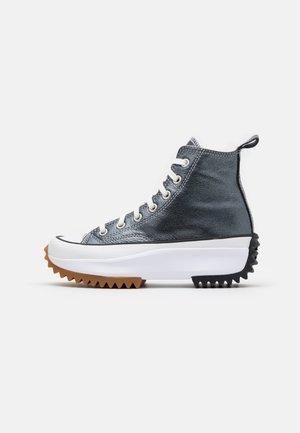 RUN STAR HIKE - Korkeavartiset tennarit - black/white