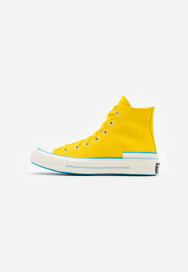 CHUCK 70 HACKED HEEL - Sneakers high - speed yellow/sail blue/egret