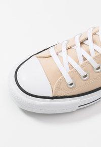 Converse - CHUCK TAYLOR ALL STAR LIFT - Joggesko - farro/white/black - 2