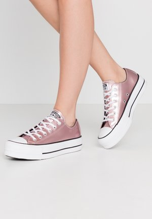 CHUCK TAYLOR ALL STAR LIFT - Sneakers - chroma red/white
