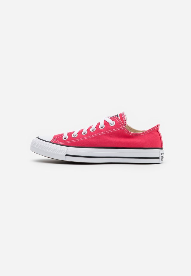 CHUCK TAYLOR ALL STAR - Zapatillas - carmine pink