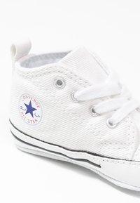 Converse - CHUCK TAYLOR FIRST STAR - Chaussons pour bébé - white - 5