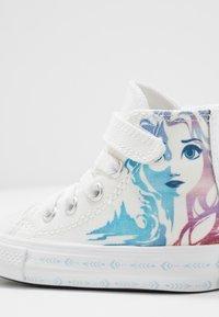 Converse - CHUCK TAYLOR ALL STAR FROZEN - Vysoké tenisky - white/multicolor - 2