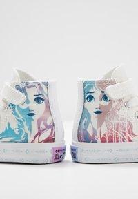 Converse - CHUCK TAYLOR ALL STAR FROZEN - Vysoké tenisky - white/multicolor - 6