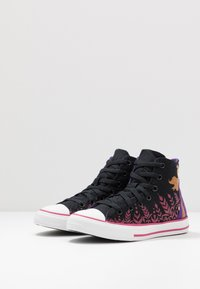 Converse - CHUCK TAYLOR ALL STAR FROZEN - Korkeavartiset tennarit - black/cherries jubilee/white