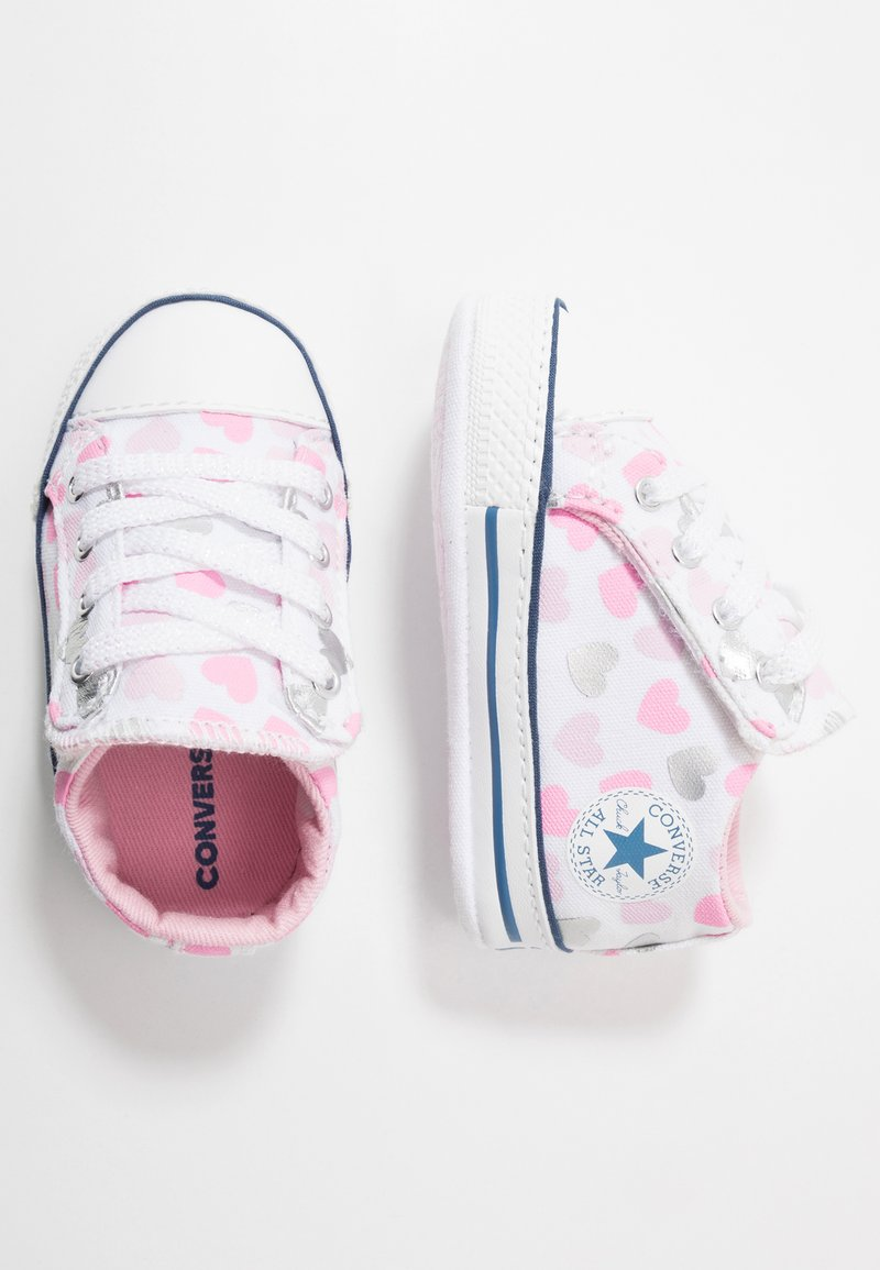 Converse - CHUCK TAYLOR ALL STAR HEARTSFALL CRIBSTER - Chaussons pour bébé - white/cherry blossom/silver
