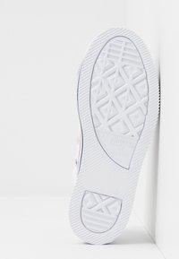 Converse - CHUCK TAYLOR ALL STAR PLATFORM  - Zapatillas - white/midnght navy/garnet - 4