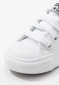 Converse - CHUCK TAYLOR ALL STAR  - Sneakers laag - white - 2