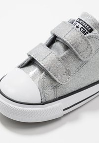 Converse - CHUCK TAYLOR ALL STAR  COATED GLITTER - Sneakersy niskie - wolf grey/black/white - 2