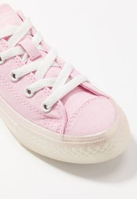 Converse - CHUCK TAYLOR ALL STAR PEARLIZED - Sneakers basse - cherry blossom/vintage white - 2