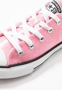Converse - CHUCK TAYLOR ALL STAR COATED GLITTER  - Sneakers laag - cherry blossom/black/white - 2