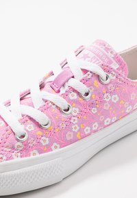 Converse - CHUCK TAYLOR ALL STAR - Tenisky - peony pink/topaz gold/white - 2