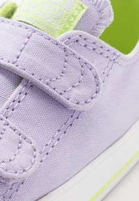 Converse - CHUCK TAYLOR ALL STAR 2V - Trainers - moonstone violet/lemongrass - 2
