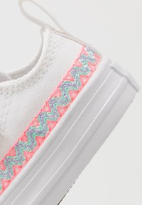 Converse - CHUCK TAYLOR ALL STAR - Sneakers laag - white/moonstone violet - 2