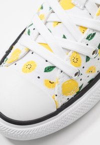 Converse - CHUCK TAYLOR ALL STAR - Tenisky - white/yellow/green - 2