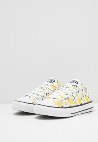 Converse - CHUCK TAYLOR ALL STAR - Tenisky - white/yellow/green - 3